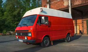 roter Feuerwehrbus