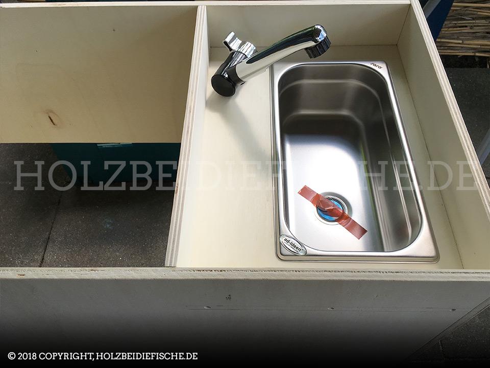 vw-bus-innenausbau-schrank-waschbecken-zusammenbau-07